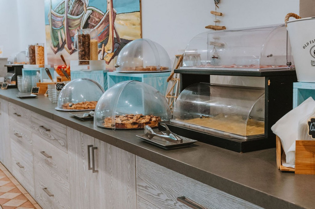 club-hotel-residence-cala-gonone-sardegna-buffet-colazione-1