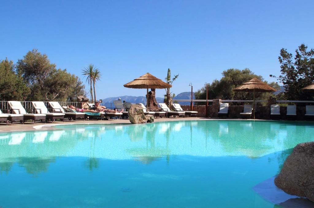 club-hotel-residence-cala-gonone-sardegna-la-piscina2