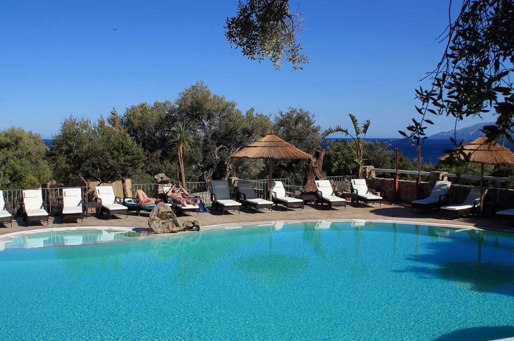 club-hotel-residence-cala-gonone-sardegna-la-piscina3