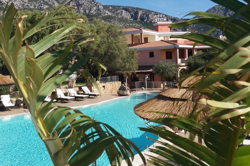 club-hotel-residence-cala-gonone-sardegna-la-piscina4