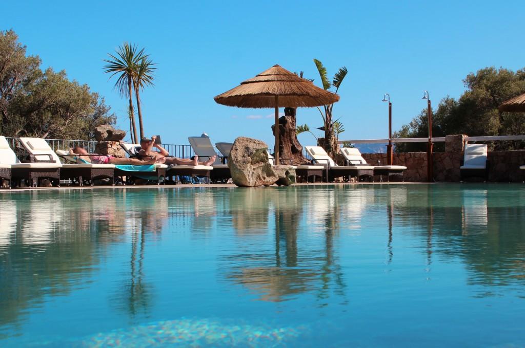club-hotel-residence-cala-gonone-sardegna-la-piscina5