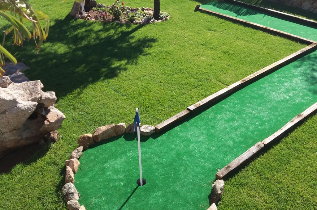 club-hotel-residence-cala-gonone-sardegna-mini-golf